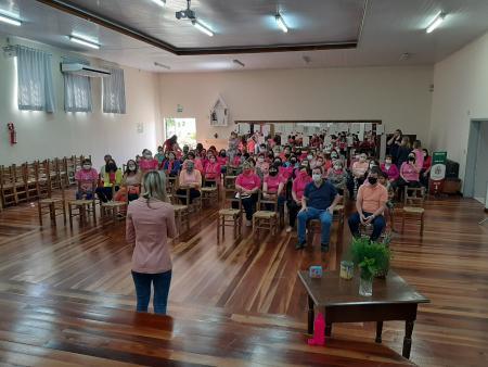 MULHERES RICARDENSES PARTICIPAM DA TARDE ROSA