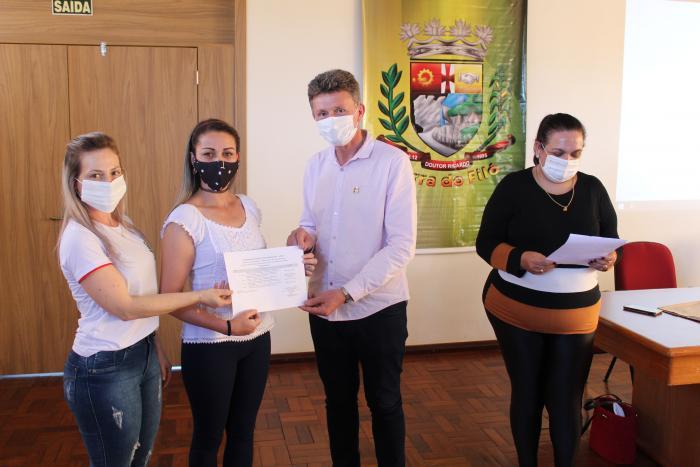 PARTICIPANTES RECEBEM CERTIFICADOS DO CURSO DE BOAS PRÁTICAS DE MANIPULAÇÃO E FABRICAÇÃO DE ALIMENTO